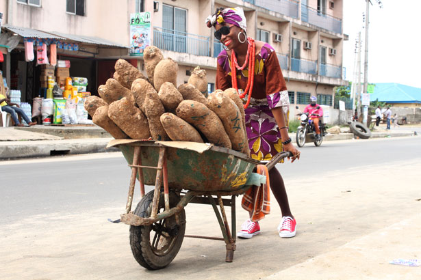 Yams-Verkauf in Nigeria: Die Knollen sind in Afrika als Nährstofflieferant beliebt