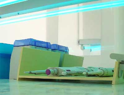 Laborgeräte unter UV-Licht