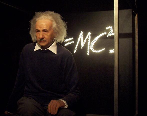 Albert Einstein vor seiner berühmten Formel E=mc2