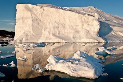 Grönlandischer Eisberg in der Mitternachtssonne