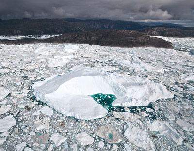 Ein frisch vom Jakobshavn Gletscher gekalbter Eisberg im Ilulissat Fjord