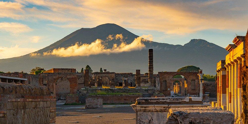 Der Vesuv war für die römische Stadt Pompeji Segen und Fluch zugleich. © mantaphoto/ iStock