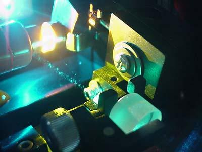 Photonen, hier ein Laser, sind wichtige Informationsträger der Quantenwelt