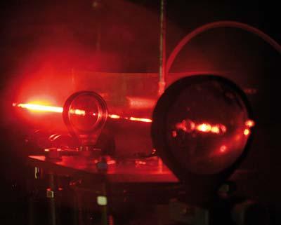 Laserpulse regen das Rubidium-Atom dazu an, Photonen auszusenden.