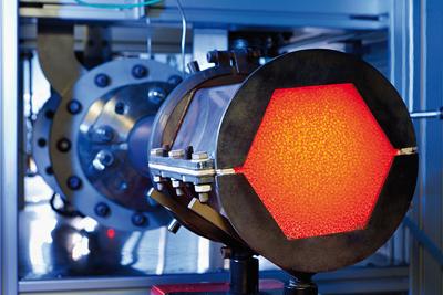 Poröse Keramikfilter helfen, Rohstoff-Partikel aus der Schmelze rückzugewinnen