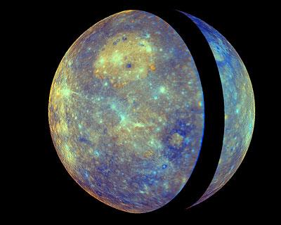 Farbverstärktes Mosaik der Merkuroberfläche erstellt aus Daten nach dem ersten Messenger-Flyby.