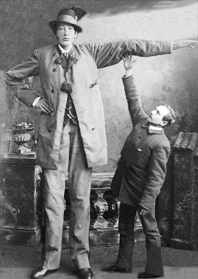 Franz Winkelmeier (1860-1887), bekannt als Riese von Friedburg-Lengau, war 2,58 Meter groß.
