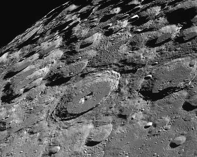 Gelände nahe des lunaren Südpols