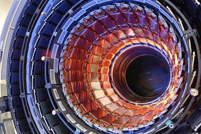 Blick in den Spurensensor des CMS, einem der vier Großdetektoren des LHC