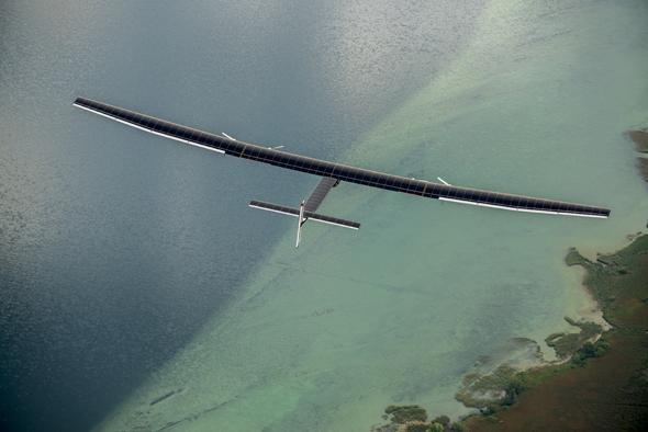 Mit einem Solarflugzeug soll der Globus einmal umrundet werden.
