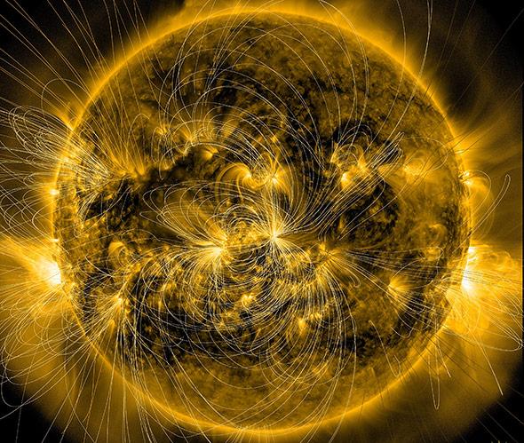 Aufnahme der Sonne mit eingeblendeten Magnetlinien - die magnetische Ausrichung eines Sonnensturms ist entscheidend.