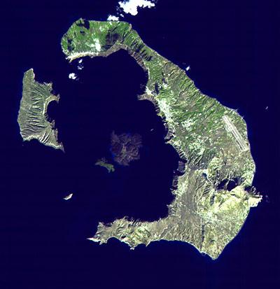 Die griechische Insel Santorini wurde 1600 v.Chr. von einem Supervulkan-Ausbruch zerrissen.