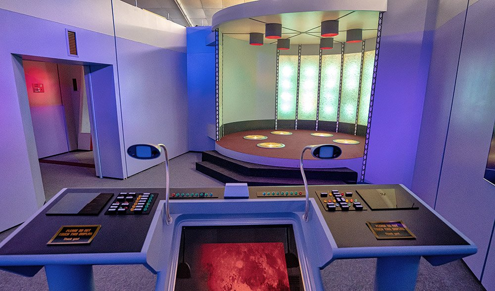 "Nachbau des Transporter-Raums der Enterprise aus der ersten Star Trek-Serie. <span class=""img-copyright"">© Mobilus In Mobili /<a href=""https://creativecommons.org/licenses/by-sa/2.0/deed.de"" target=""_blank"" rel=""noopener noreferrer"">CC-by-sa 2.0</a></span>"
