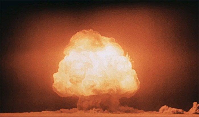"Explosionswolke einer Atombombe beim Trinity-Test im Juli 1945.<span class=""img-copyright"">© US- Department of Energy</span>"