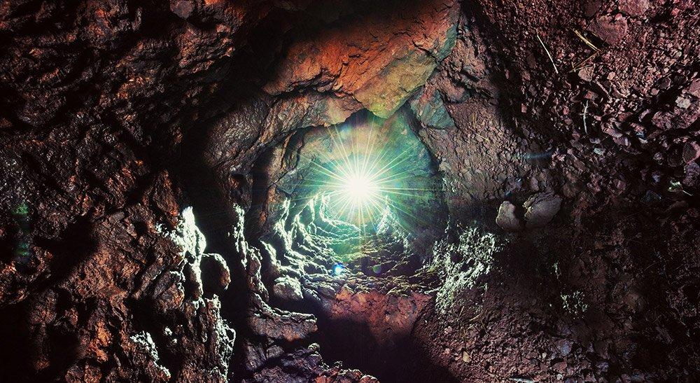 Die Unterwelt der Erde lebt –  selbst im massiven Gestein der Erdkruste gibt es unzählige Lebensformen. © sauni/ iStock
