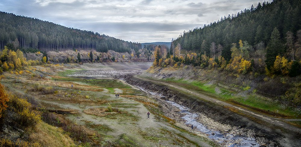 "Trockenheit in Deutschland: Blick über die 2018 fast komplett trockengefallene Okertalsperre im Harz. © Sincap64 /<a href=""https://creativecommons.org/licenses/by-sa/4.0/deed.de"" target=""_blank"" rel=""noopener noreferrer"">CC-by-sa 4.0</a>"