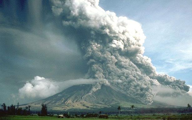 Pyroklastische Ströme am philippinischen Vulkan Mayon: Solche Glut- und Aschelawinen gab es auch im Vogelsberg-Gebiet.