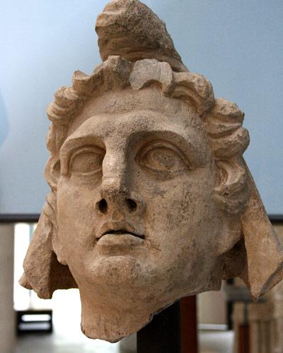 Kopf des Lichtgottes Mithras aus dem dritten Jahrhundert.