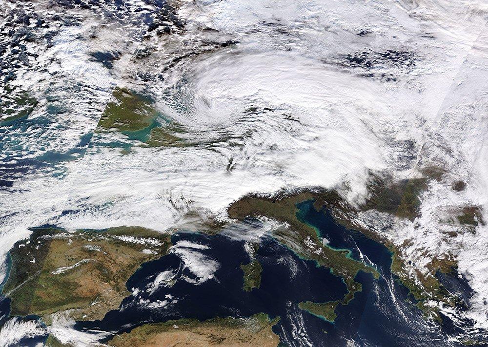 """Winterstürme lassen sich nicht verhindern. Aber man kann versuchen, die Folgen zu verringern. <span class=""""img-copyright"""">© NASA</span>"""