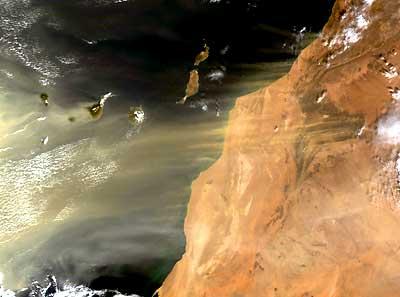 Sahara-Sande über den Kanarischen Inseln