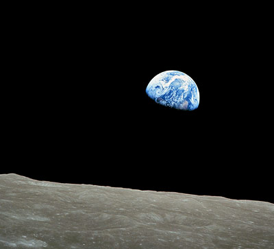 Eine Billion in 50-Euro-Scheinen würde vier Mal zum Mond und zurück reichen