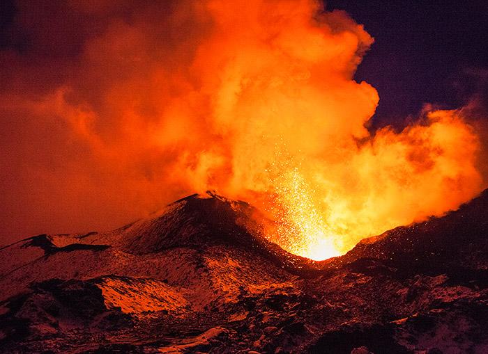 """<span class=""""img-caption"""">Wann ein ruhender, aber aktiver Vulkan ausbricht, ist schwer vorherzusagen.</span> <span class=""""img-copyright"""">© VershininM/ thinkstock</span>"""