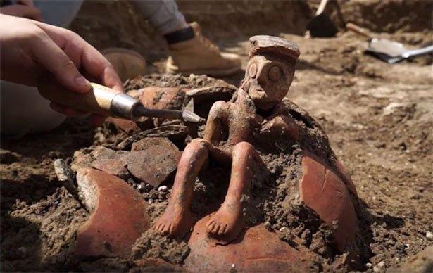 """3.800 Jahre alte """"Denker""""-Figur entdeckt"""