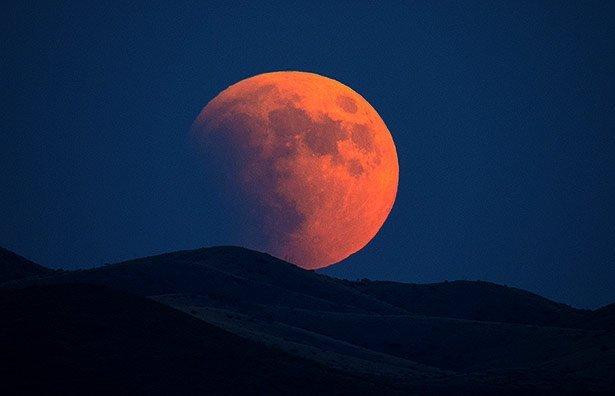 Roter Mond Und Naher Mars Scinexx Das Wissensmagazin