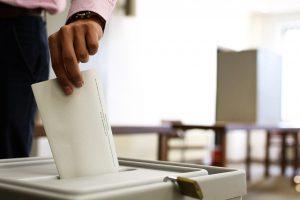 Einwurf in die Wahlurne
