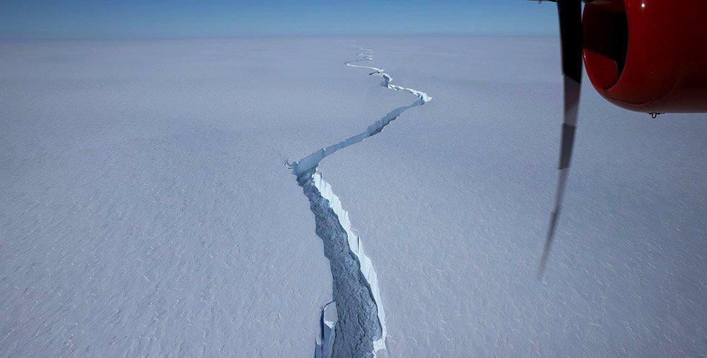 Antarktis: Schelfeis kalbt Riesen-Eisberg