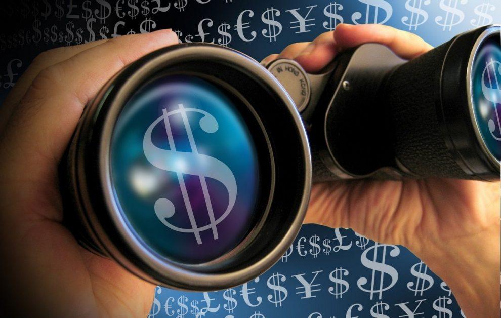 Fernglas mit Dollarzeichen auf den Objektiven
