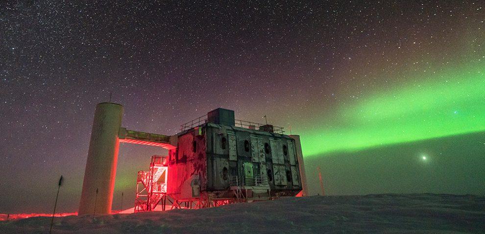 IceCube-Neutrino-Detektor am Südpol