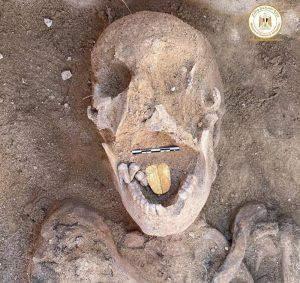 Mumie mit Goldzunge