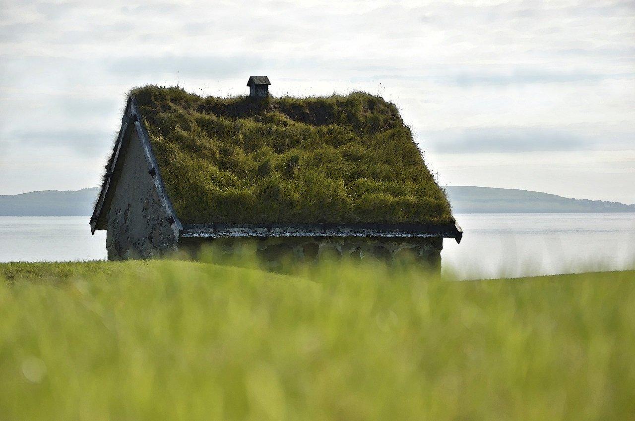 Hütte auf den Färöer Inseln