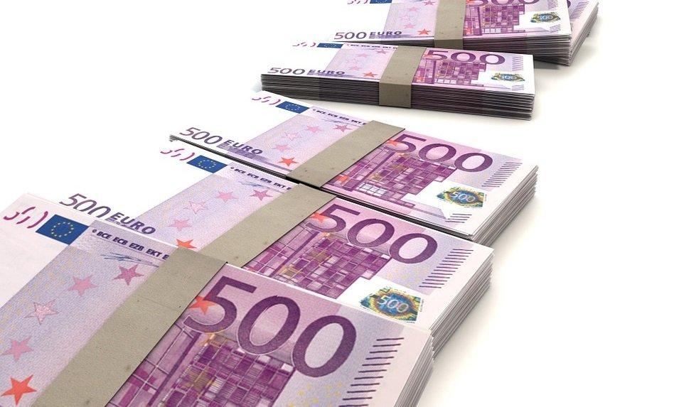 Bündel mit 500-Euro-Scheinen
