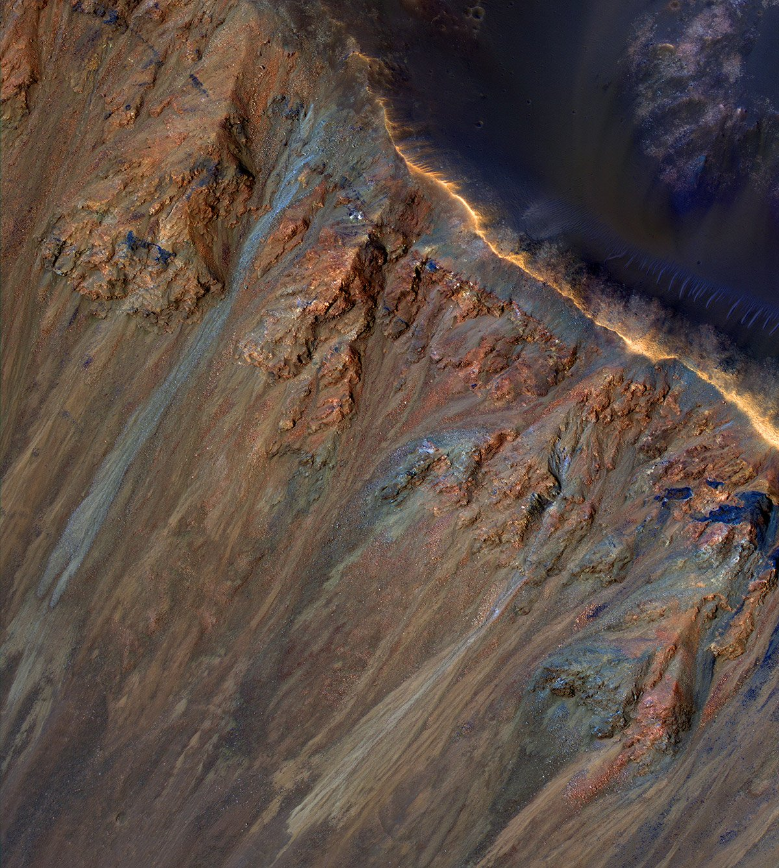 Rätselhafte Mars-Rinnsale - Was steckt hinter den saisonalen Rutschungen an Kraterhängen des Roten Planeten? - scinexx.de - scinexx | Das Wissensmagazin