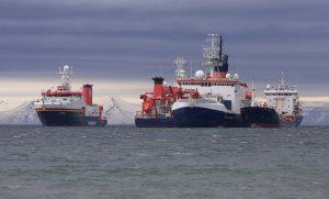 Drei Forschungsschiffe