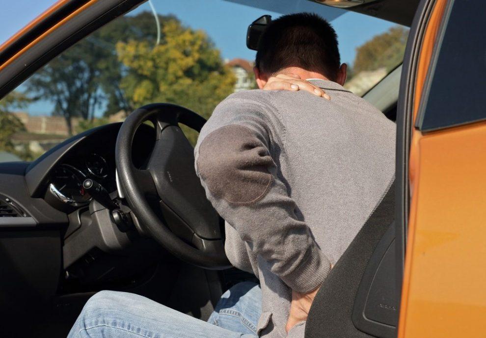 Autofahrer mit Rückenschmerzen