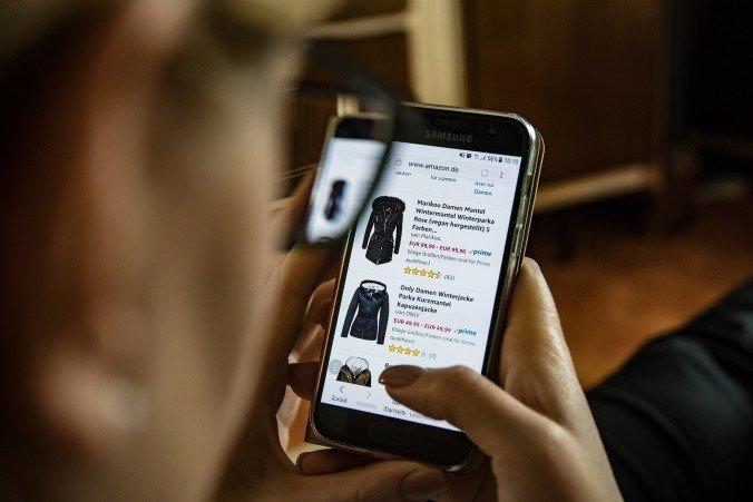 Smartphone mit Schnäppchen-App