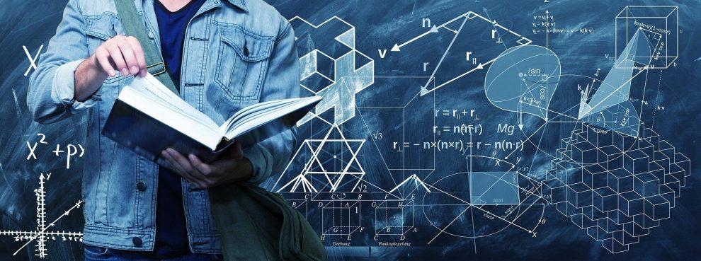 Wandtafel mit mathematische Formeln