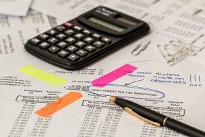 Taschenrechner und Steuerunterlagen
